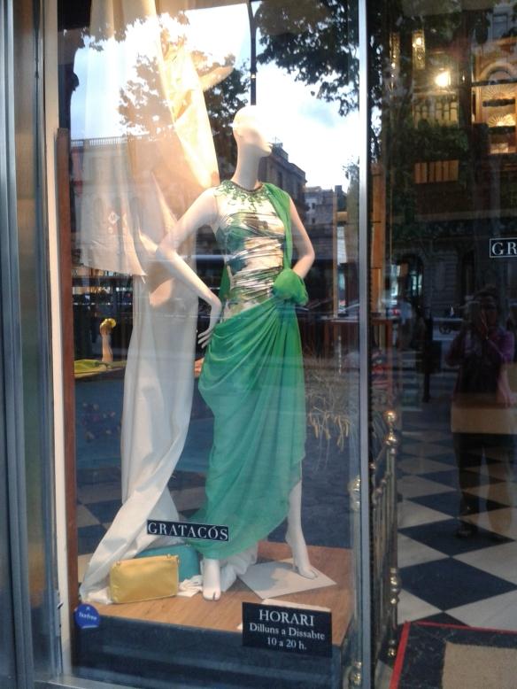 Vestido verde combinado con estampados