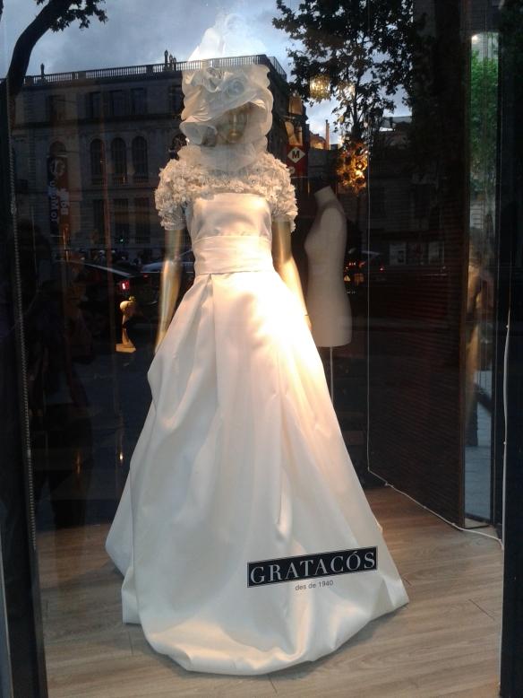 Vestido novia con tocado