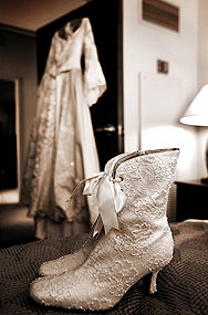 Botines, muy románticos al igual que el vestido que acompañan.