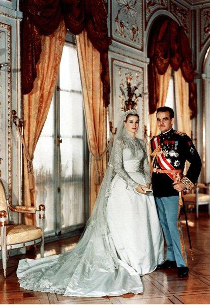 El vestido fue una creación de la diseñadora americana Helen Rose.