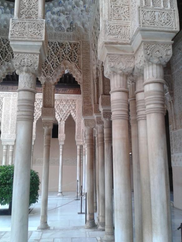 Columnas del palacio nazarí de la Alambra.
