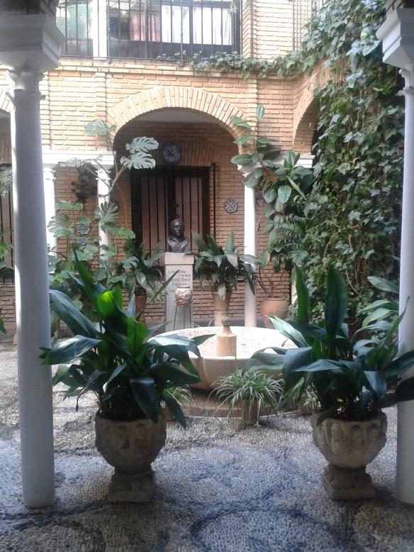 Tengo que dar gracias a los dueños de tan hermosos patios de permitir que el visitante pueda disfrutarlos.