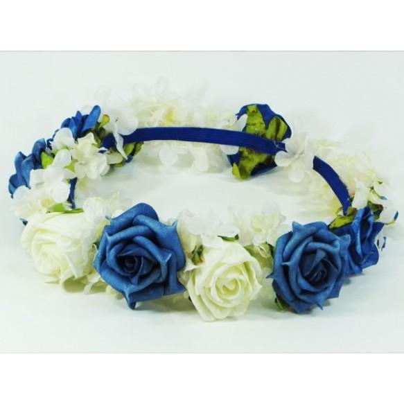 Corona combinada de rosas blancas y azules. Mi favorita.