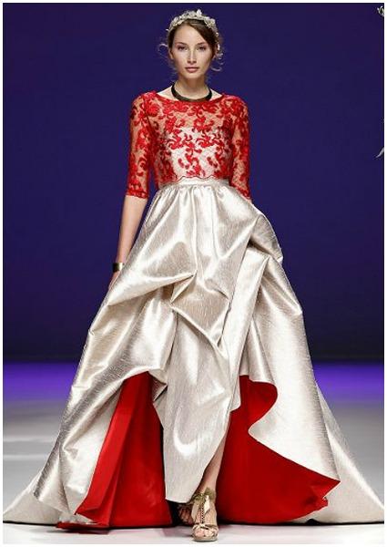 Vestido de Carla Ruiz combinando el blanco y el rojo.