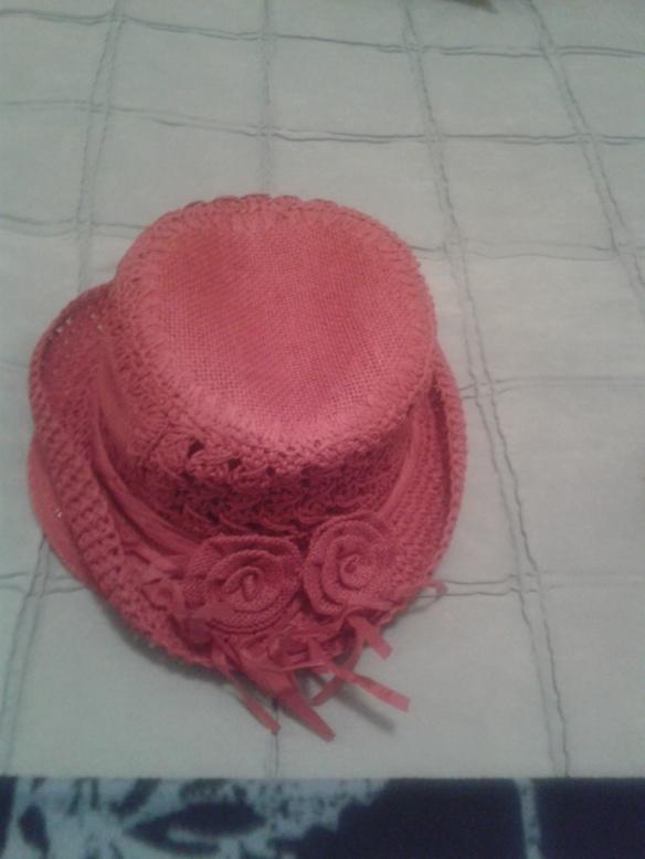 O bien este sombrero rojo.